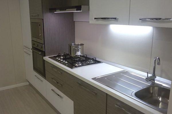 cucina-con-microonde-e-lavastoviglie-1-20180727-161001150080DFACC7-D6DE-CD93-3E0B-F1151BC1A9A8.jpg