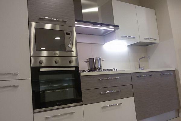 cucina-con-microonde-e-lavastoviglie-3-20180727-20689294042A6CFDB8-3B49-5A34-FD6A-40A6A238BAD3.jpg