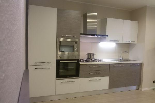 cucina-con-microonde-e-lavastoviglie-4-20180727-1318587266BDD91A6C-CB28-1C50-E32C-84E1A99CB6E7.jpg