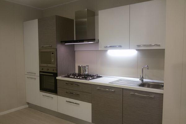 cucina-con-microonde-e-lavastoviglie-5-20180727-14283093938617DFFE-FAC0-1CBD-CE75-08A1013B1AD2.jpg