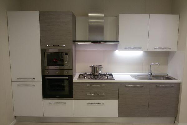 cucina-con-microonde-e-lavastoviglie-6-20180727-115963714921F66AD7-D461-DD20-3593-010D7E88D722.jpg