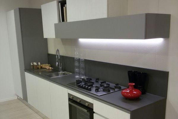 cucina-con-top-quarzo-silestone-1-20180729-12429208083922D602-6104-BE45-CDBB-BB98CAD2375A.jpg
